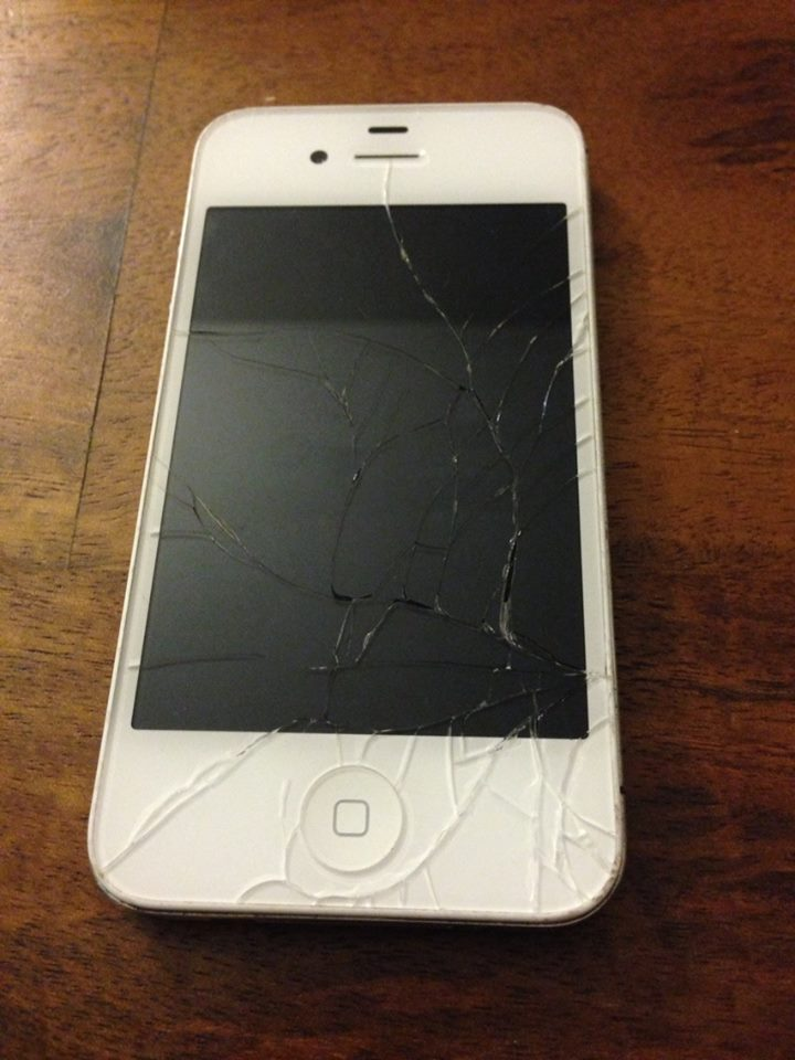 Focus St Tune >> (SOLD) iPhone 4S White 16GB Cracked Screen