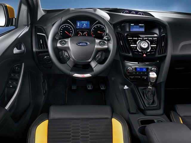 Name:  2014-Ford-Focus-ST-interior.jpg