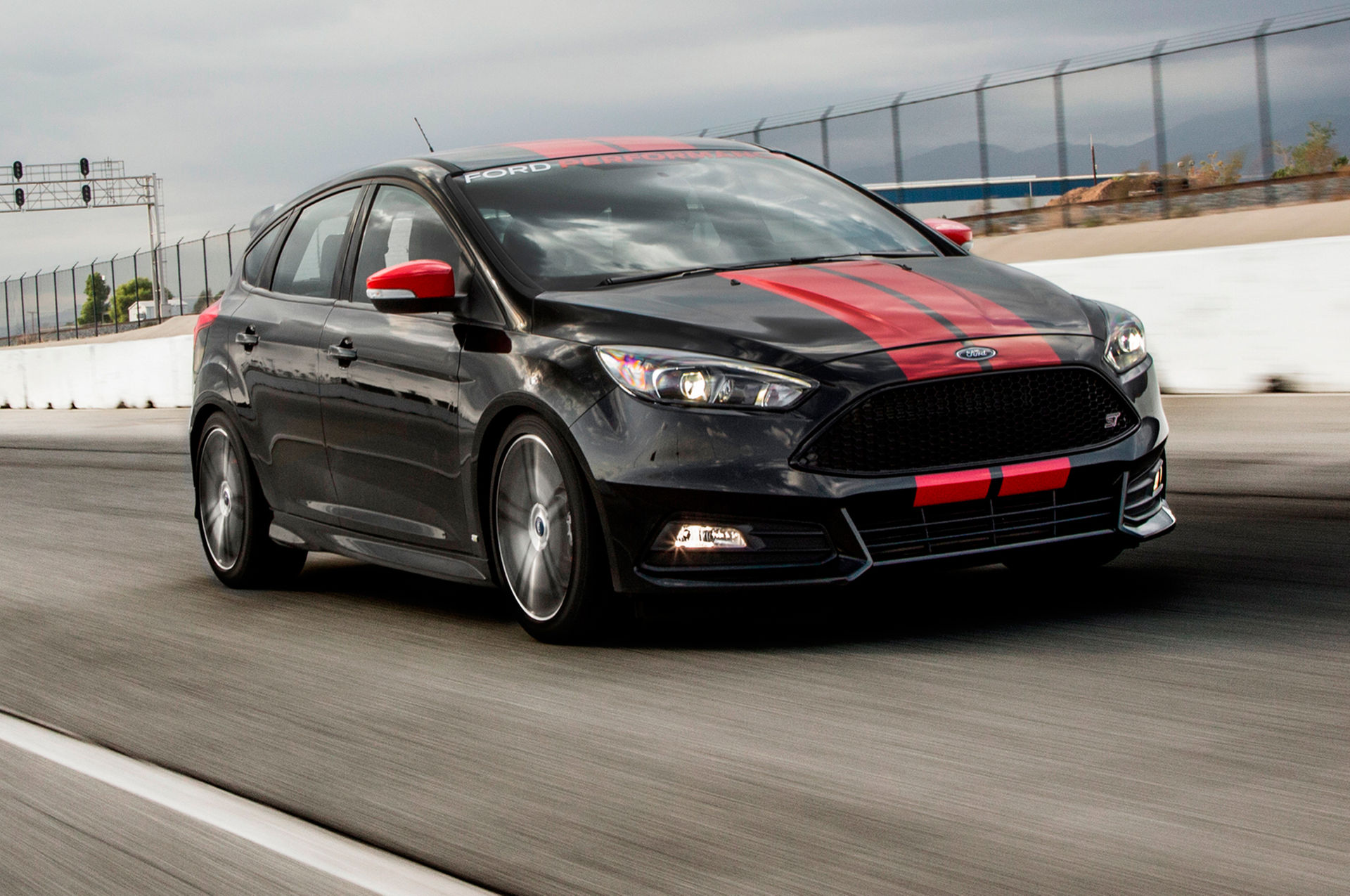 2015 ford focus st with ford performance upgrades first test motortrend review