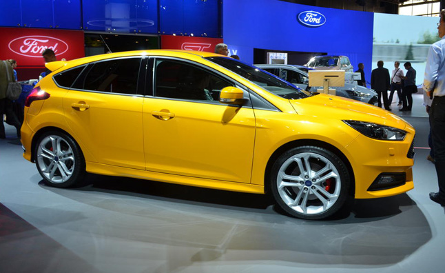 2015 ford focus st diesel clatters into paris - 2015 Ford Focus St White