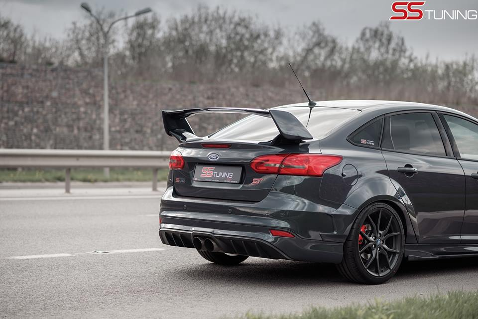 ford focus st sedan by ss tuning has an sti wing. Black Bedroom Furniture Sets. Home Design Ideas
