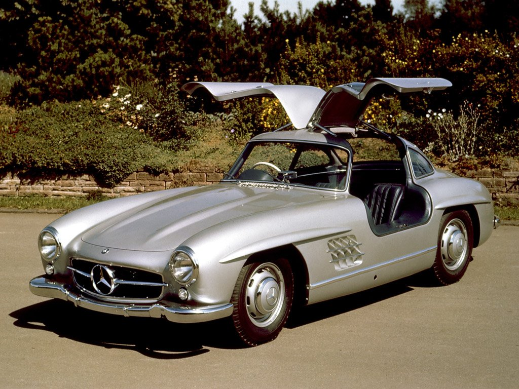 Mercedes with gull wing doors auto express for Mercedes benz with wing doors