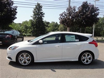 Name:  new-2013-ford-focus-5drhbst-6035-9209593-8-400.jpg