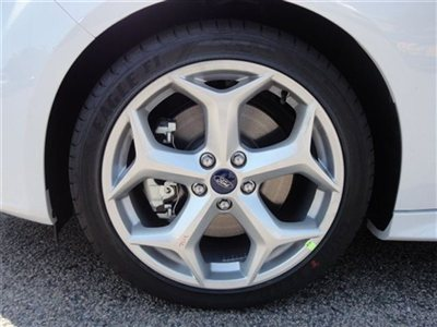 Name:  new-2013-ford-focus-5drhbst-6035-9209593-9-400.jpg