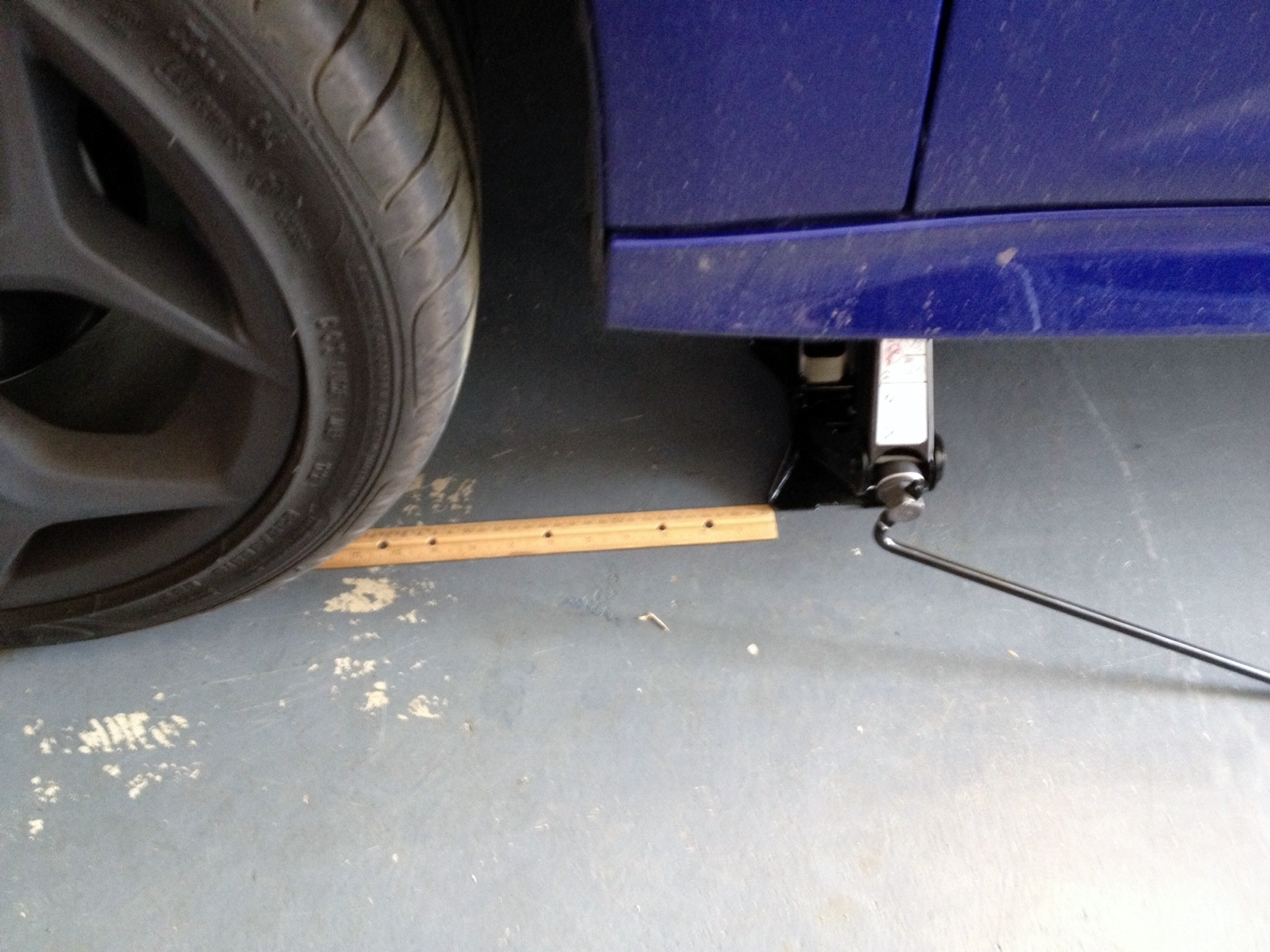 Tire jack lifting point